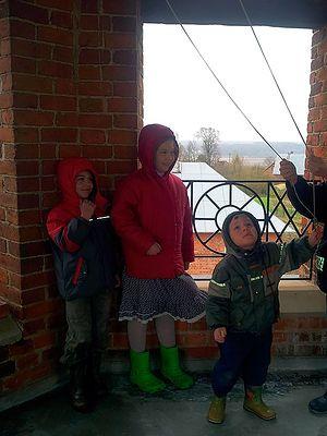 Дети на колокольне
