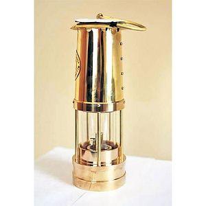 Лампа у којој ће бити пренет благодетни огањ