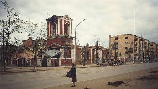 Грозни, 1998 г. Храм Архангела Михаjила