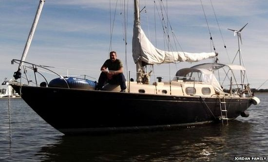 Луис на своей лодке до происшествия