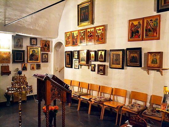 В этом небольшом помещении проходит большинство богослужений Сергиевского прихода. Фото автора