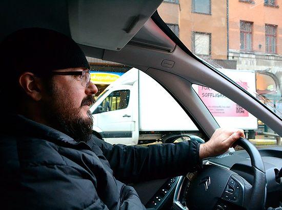Отец Виталий за рулем. Фото автора