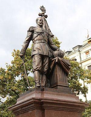 Скульптурная композиция «Памятник русскому царю – защитнику сербского народа» установлена центре Белграда на улице Краля Милана