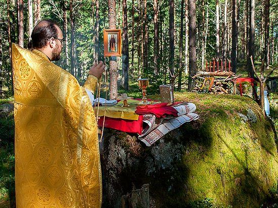 Богослужение в полевых условиях. Фото из архива протоиерея Виталия Бабушина