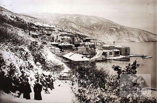 46. Зимний вид на морское побережье, пристань и монастырские постройки. Конец XIX в.