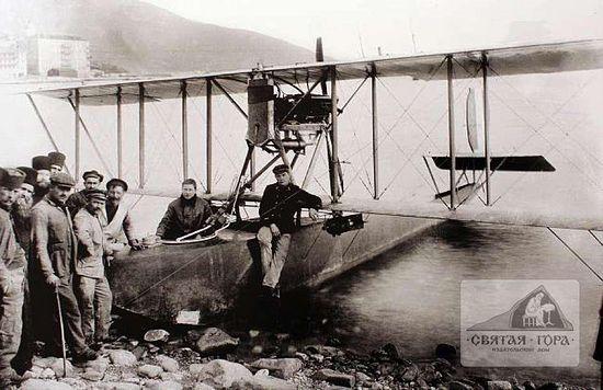68. Поплавковый гидросамолет недалеко от побережья Россикона. Начало 20-го века.