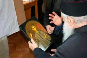 Fr. George Calciu holding an icon of Valerian Gafencu.