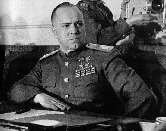 Г.К. Жуков во время подписания Акта о безоговорочной капитуляции Германии