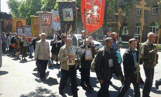 В КИЕВЕ ПРОШЕЛ ГЕОРГИЕВСКИЙ КРЕСТНЫЙ ХОД В ЧЕСТЬ 70-ЛЕТИЯ ПОБЕДЫ