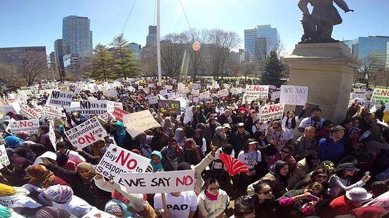 Митинг родителей в Торонто: «Мы говорим нет!»