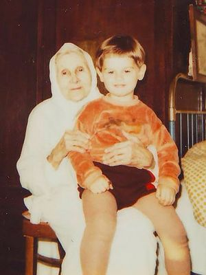 Анна Ивановна с правнуком Иваном. 1996 г.