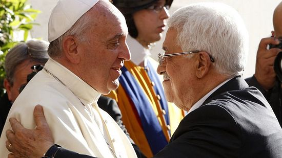 Pope Francis welcomes Palestinian President Mahmoud Abbas (R) upon his arrival at the Vatican June 8, 2014. (Reuters/Riccardo De Luca)