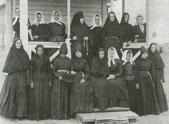 Насельницы Сурского Иоанно-Богословского женского монастыря. Фотография начала ХХ века