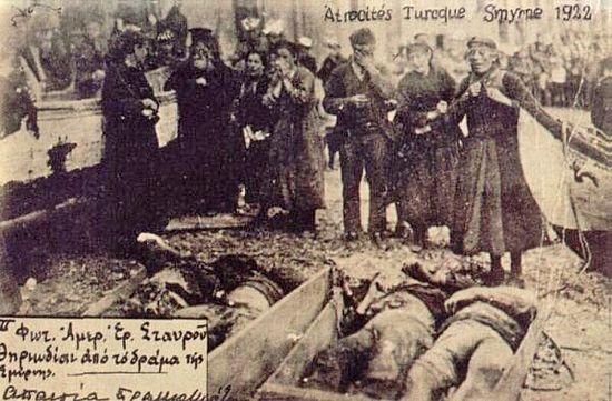 Греки оплакивают родных, убитых в Смирнской резне 1922 г.