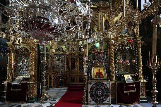 120.В центральной части храма св. Пантелеимона. Фото неизвестного автора представлено на сайте Pravoslavie.ru