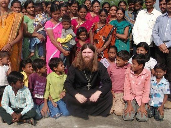 Священник Станислав Распутин в индийской миссии
