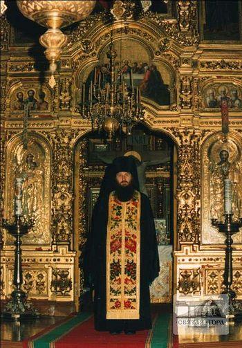 149. Иеромонах Николай (Генералов) на фоне алтаря. Фото из архива Баварской Государственной библиотеки в Мюнхене.