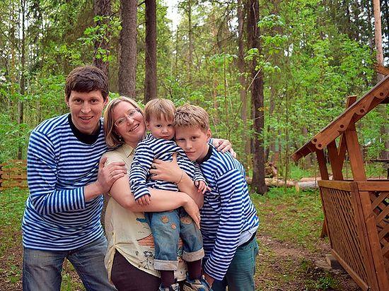 Константин Ижболдин с семьей