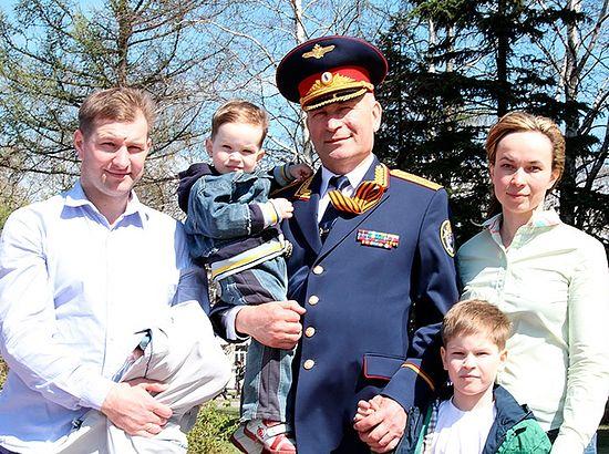 Владимир Никешкин с семьей