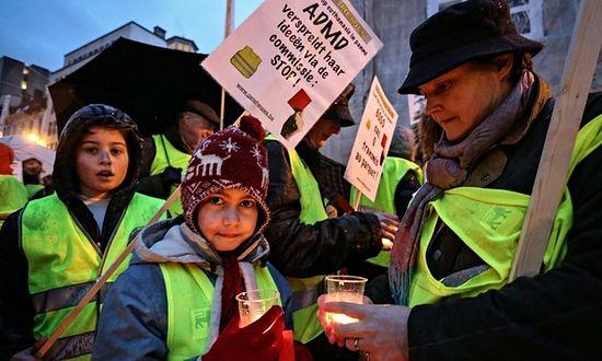 Дети на демонстрации против детской эвтаназии в Бельгии