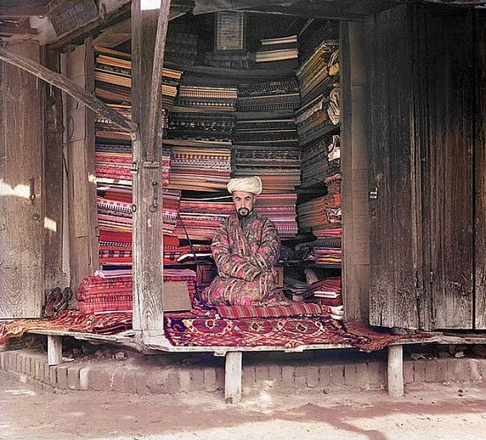 Carpet merchant in Samarqand - between 1909-1915