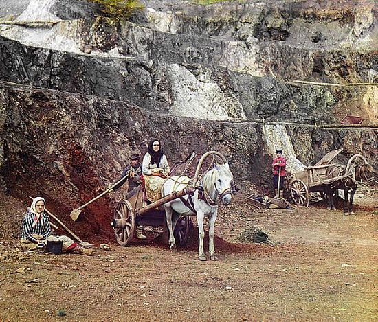 Family working iron mines in the Bakaly Hills with shovels and horse-drawn carts - between 1909-1915