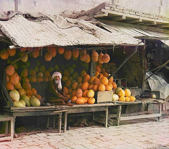 Melon vendor in Samarqand - between 1909-1915