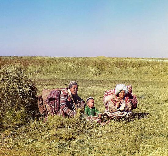 Kyrgyz family on the steppe - between 1909-1915