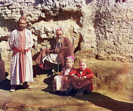 Two men and two boys in Samarqand - between 1909-1915