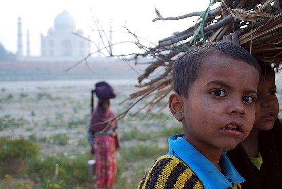 Нищий мальчик в Индии