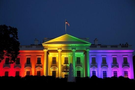 Белый дом подсвечен на радостях