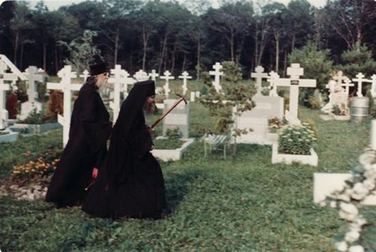 Святитель Иоанн на кладбище