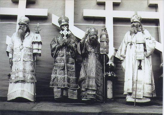 Епископ Эдмонтонский Савва (Сарачевич; † 17/30 января 1973), митрополит Восточно-Американский и Нью-Йоркский Филарет (Вознесенский; † 8/21 ноября 1985), свт. Иоанн (Максимович), архиепископ Западно-Американский и Сан-Францисский († 19 июня/2 июля 1966), епископ Сеатлийский Нектарий (Концевич; † 4/26 января 1983)