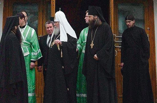 Патриарх Алексий II и архиепископ Феогност. Сзади у дверей будущий отец Алексий