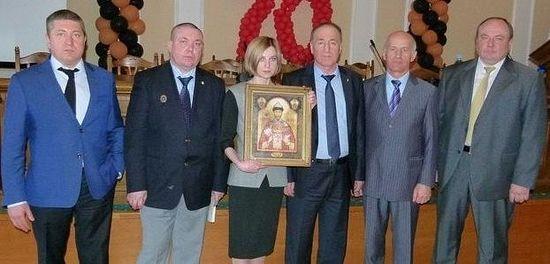 С делегацијом Војне православне мисије и мироточивом иконом цара Николаја II. Фото: страница Н.Поклонске на фејсбуку