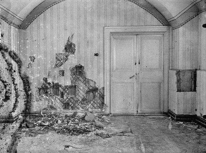 Дом Ипатьева до после расстрела Царской Семьи
