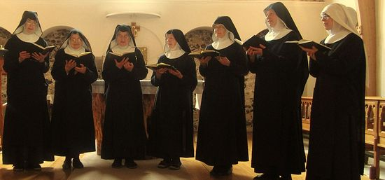 Sisters in the Chapel of Our Lady and St. Andrew (photo provided by Minster nuns)