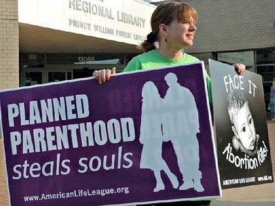 США: «Федерация планирования семьи делает бизнес на уничтожении того, что создано Богом»