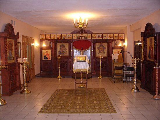 Усть-Нарва. Церковь св. князя Владимира в одном из помещений бывшей метеостанции