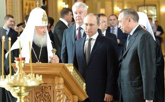 У храму Светог кнеза Владимира.