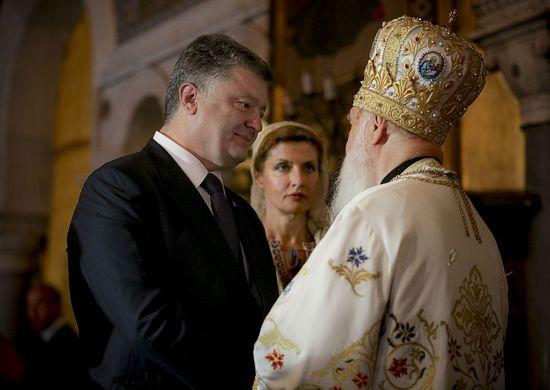 P. Poroshenko with the pseudo-Patriarch Philaret Denisenko at the St. Vladimir's Cathedral: photo by Podrobnosti.ua