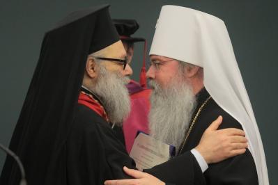 Patriarch John greets Metropolitan Tikhon