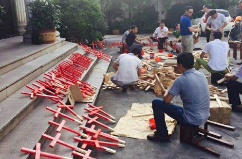 Chinese Catholics and Protestants from the Zhejiang province have united to make crosses and carry them everywhere in a July 2015 campaign.