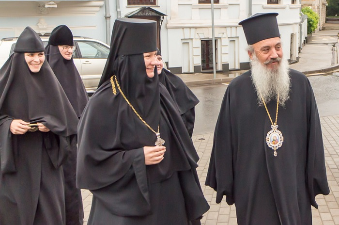 Bishop Nathaniel of Amantia with Mother Juliana and sisters of the Zachatevskii Convent in Moscow