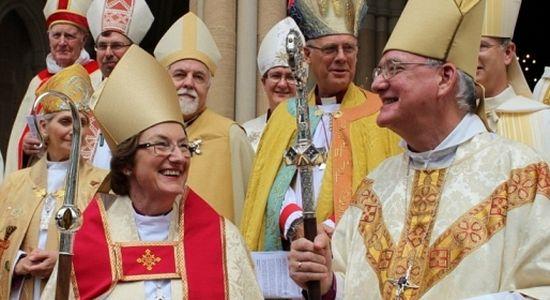 Англиканская Церковь в ноябре 2014 г. разрешила женщинам занимать пост епископа