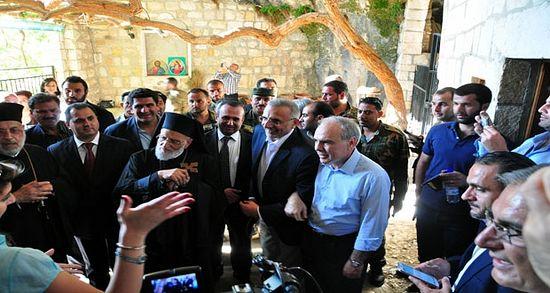 Маалюля восстает из руин. Епископ Лука (Хури) посещает город. 14 июня 2015 г.