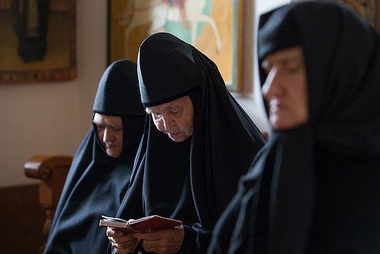 Молитва сестер. Фото: Даниил Африн