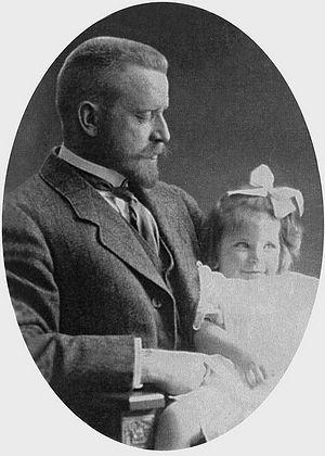 Александр Медем с дочерью Еленой. 1910-е гг.
