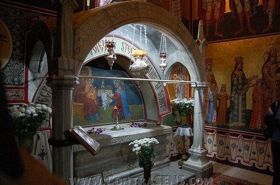 Могила св. Штефана Великого в монастыре Путна