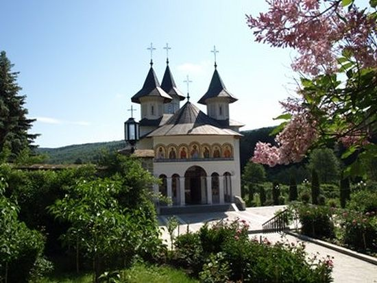 Храм в Сихастрии